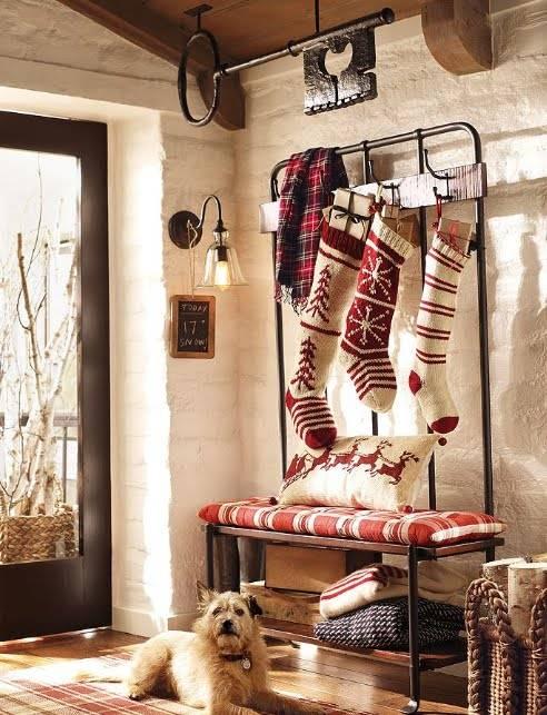 новогодние аксессуары, новогодние носки, чулки, сапог для подарков, сапоги на камине, рождественские чулки