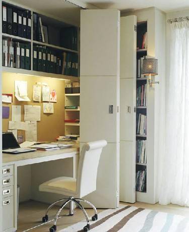 рабочее место, рабочая зона в доме, домашний офис, офис в шкафу