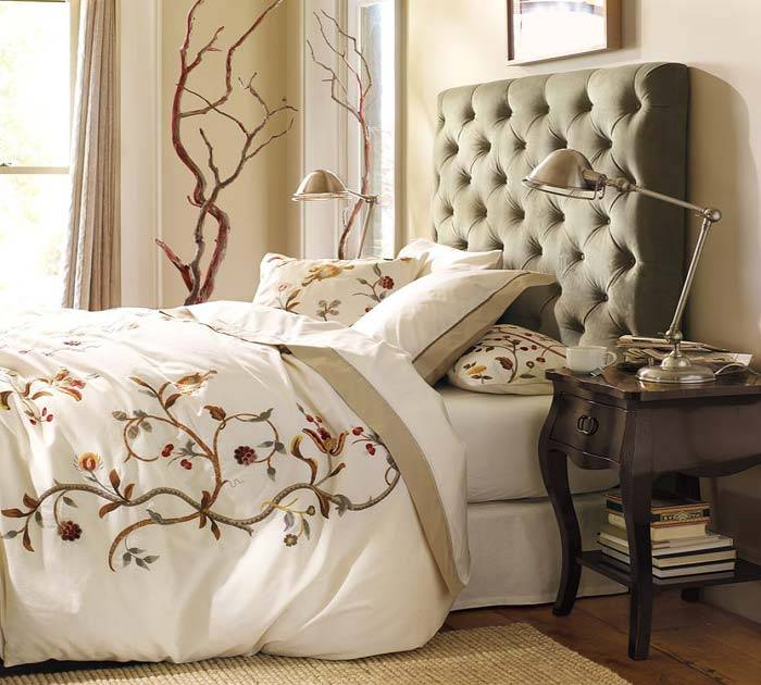 Как оформить изголовье кровати в спальне своими руками