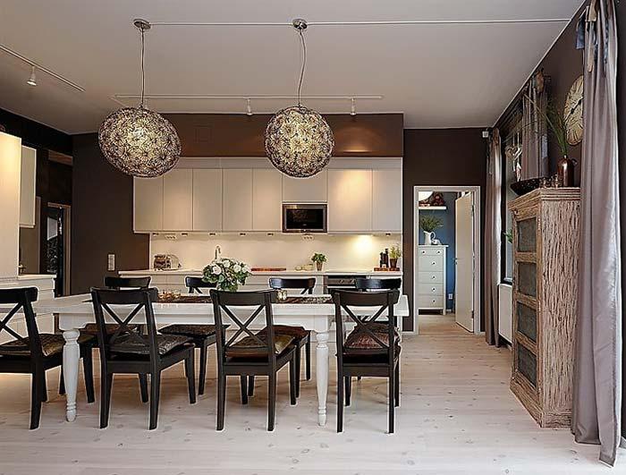 Коричневый цвет в сочетании с белой мебелью кухни фото