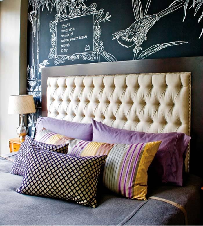 меловая стена в интерьере спальни