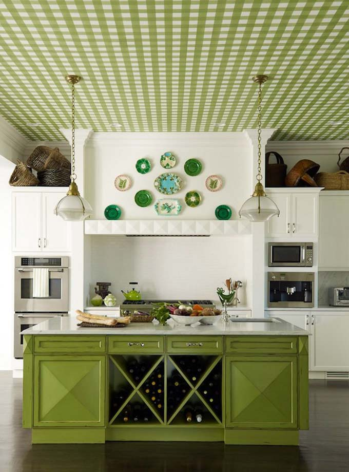 настенные тарелки в декоре кухни