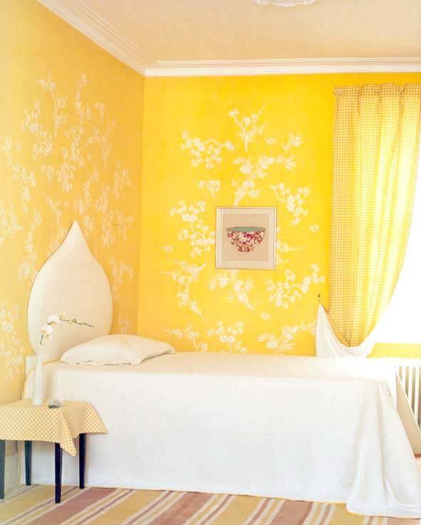 спальня в жетлом цвете