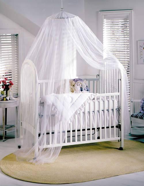 детская кроватка под балдахином
