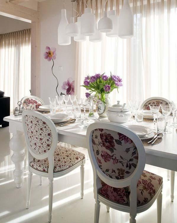 цветочный принт на обивке мебели