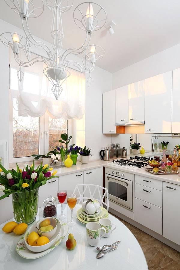 абсолютно белый интерьер кухни в однокомнатной квартире фото