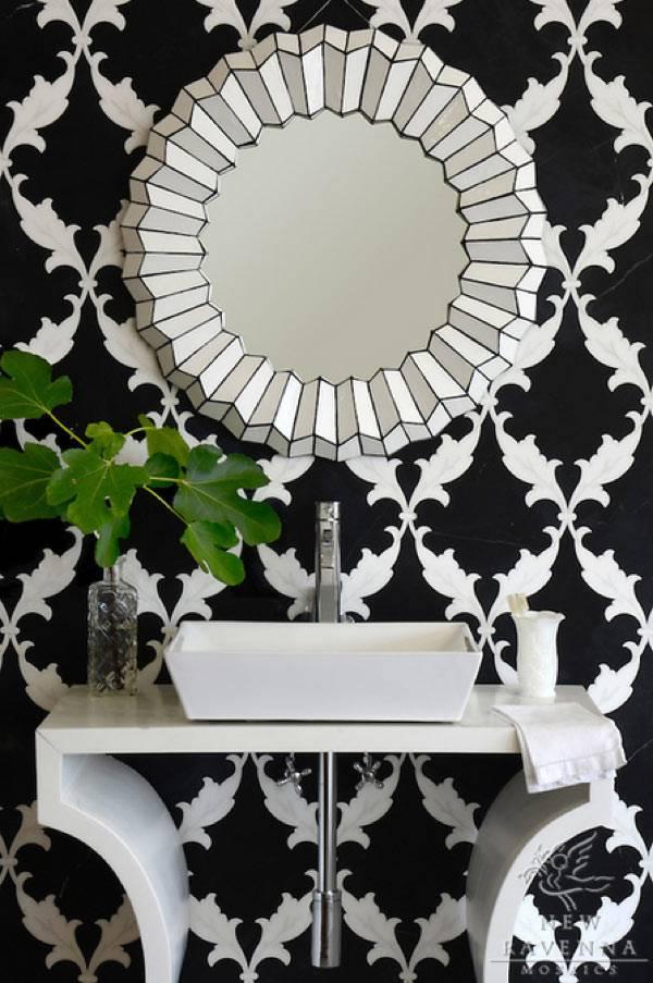 круглое зеркало для ванной комнаты