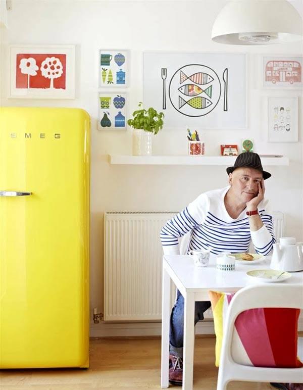 цветной яркий холодильник