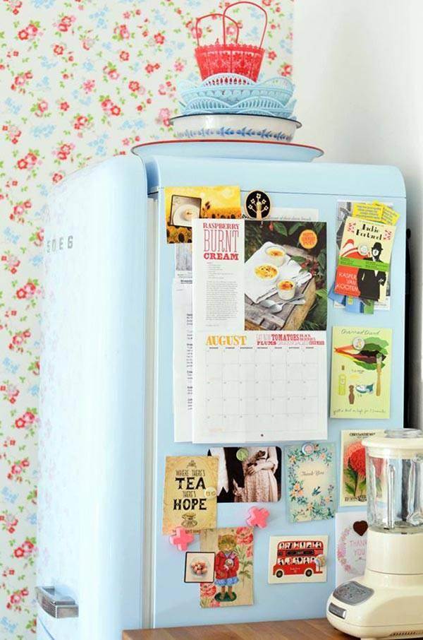 цветной холодильник на кухне фото