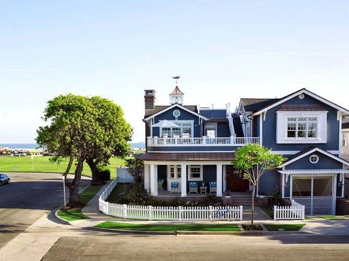Красивый дом на побережье в Калифорнии. Дизайн интерьера Betsy Burnham