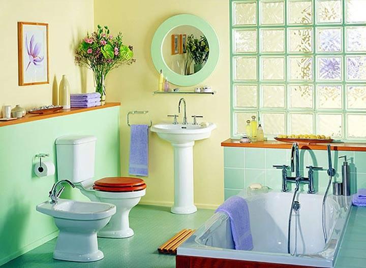 красивая зеленая ванная комната