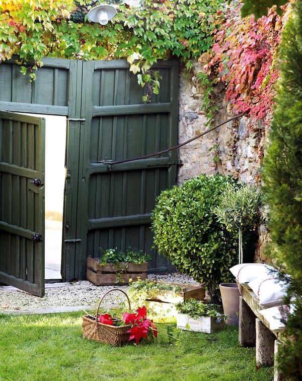 озеленение двора в Испанском доме