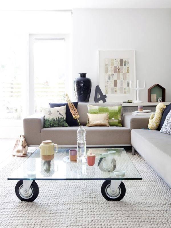 стеклянный журнальный столик на колесиках