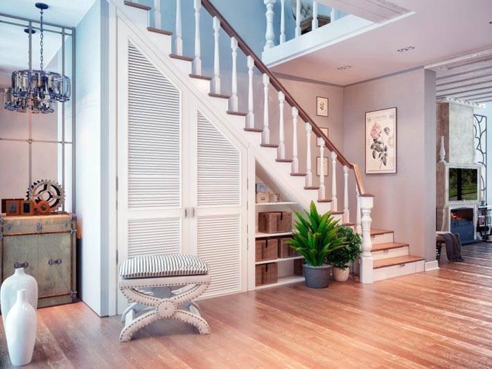 как организовать хранение под лестницей
