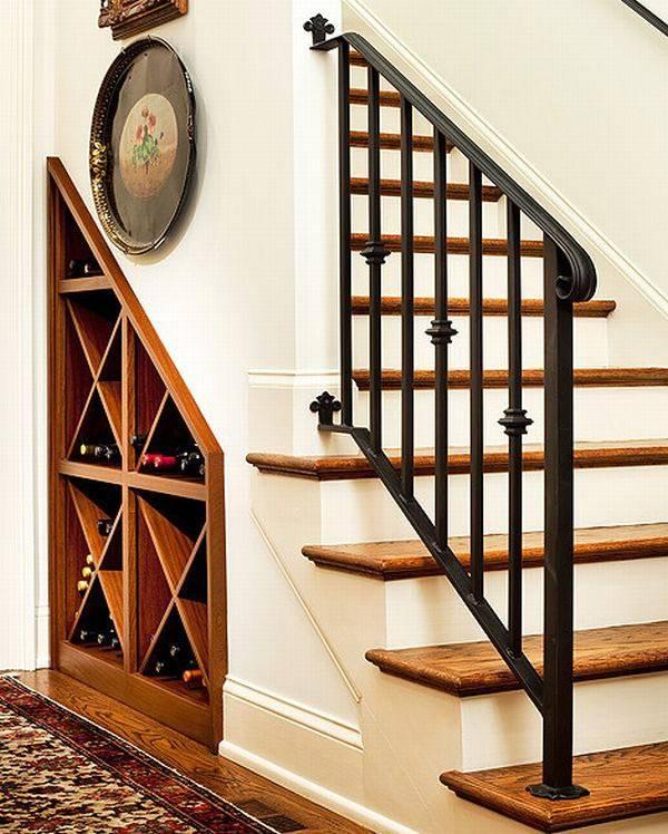 хранение вина под лестницей