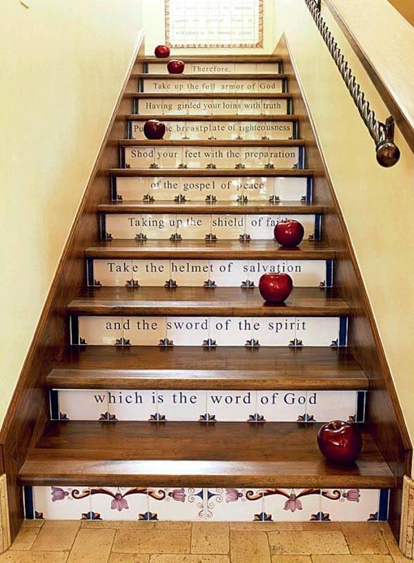 лестница с надписью фото