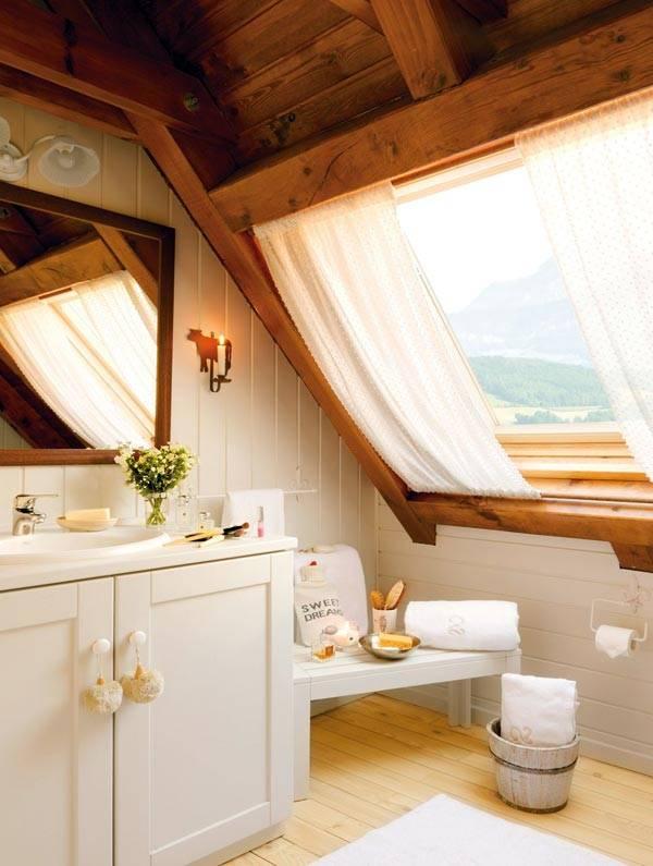 интерьер ванной в мансарде