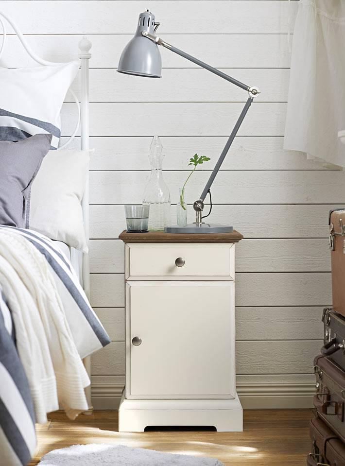 прикроватная тумба с лампой от IKEA