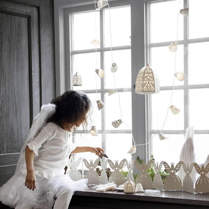 белые гирлянды на окно от ИКЕА