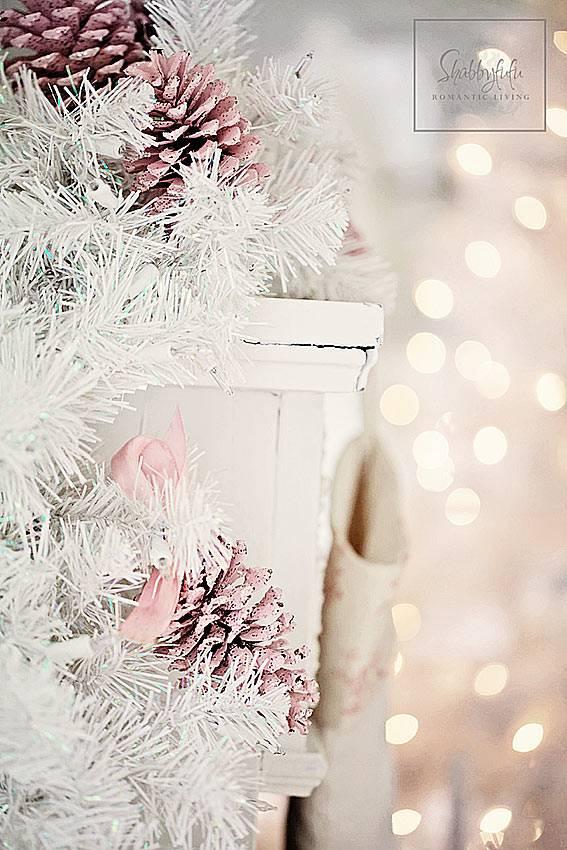 пастельно розовый новогодний декор