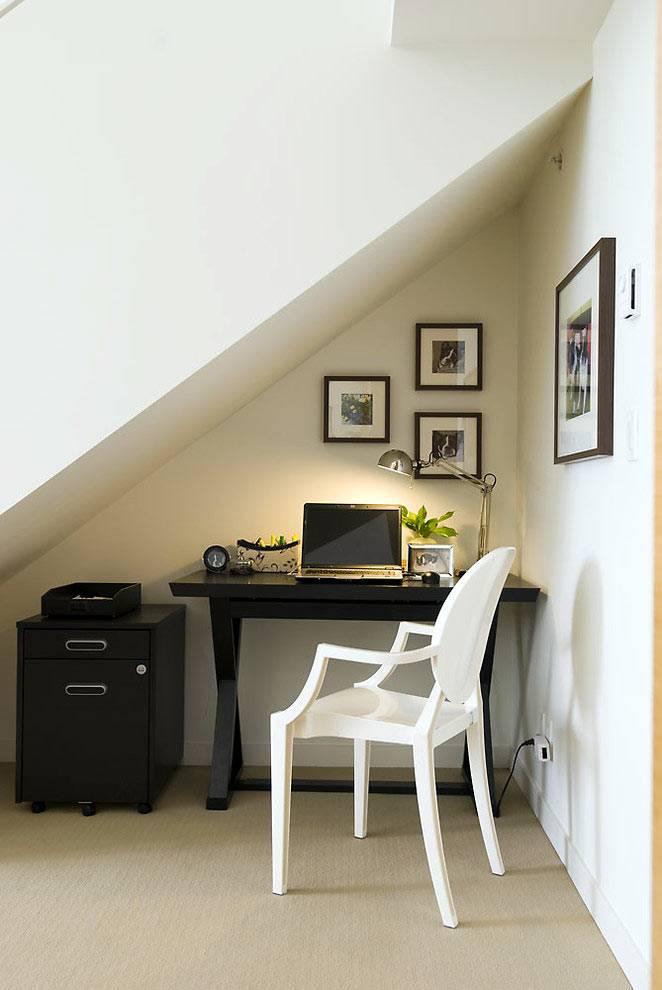 пабочий стол под лестницей фото