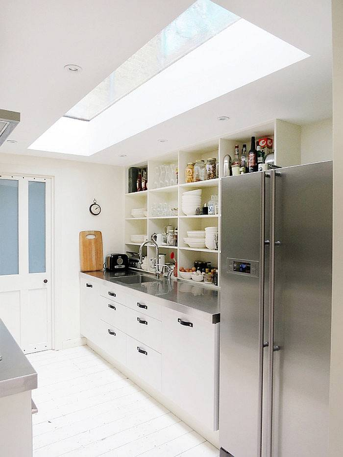 верхнее окно в дизайне кухни фото