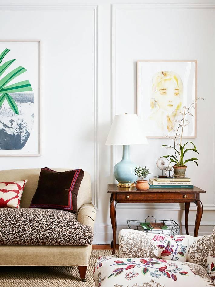белые стены в интерьере квартиры на манхеттене