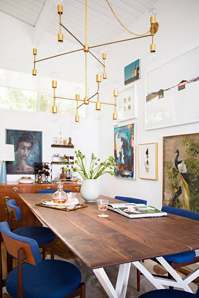 стол для семейных обедов в интерьере