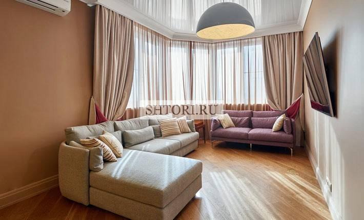 красивые шторы в интерьере гостиной комнаты