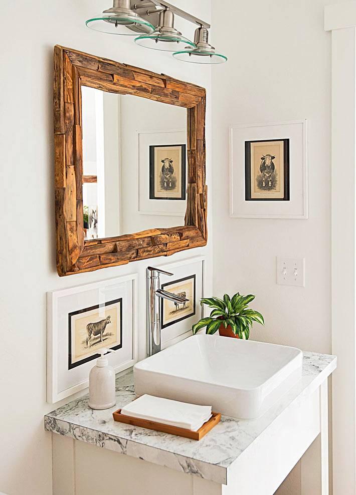 красивое зеркало в натуральной деревянной раме фото