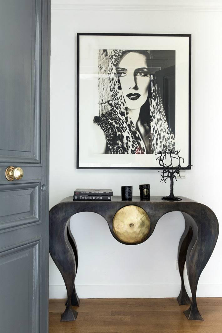необычный столик-консоль в дизайне интерьера