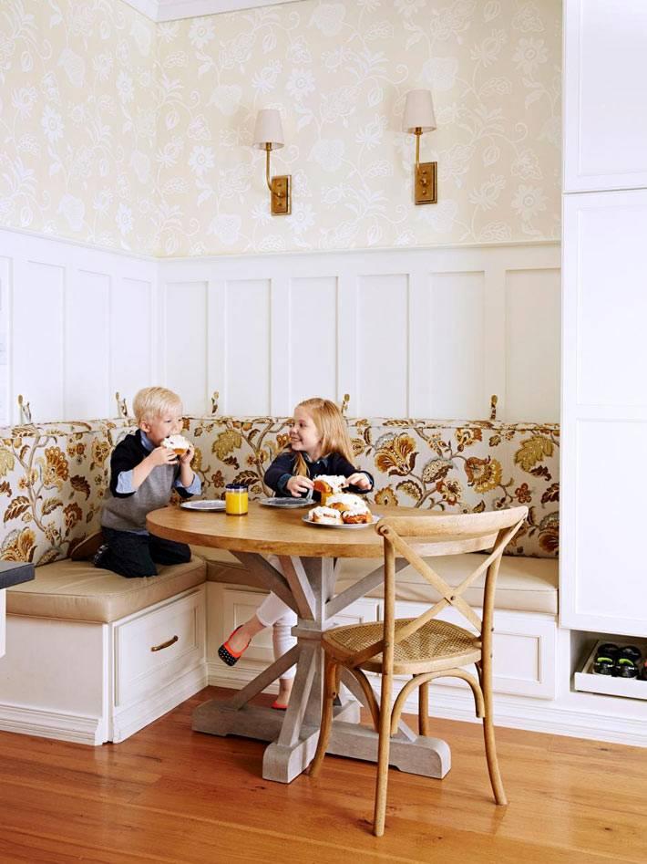 столовая зона в интерьере кухни