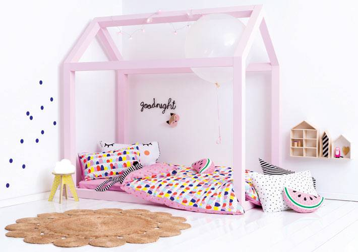 милая кровать-домик для детей
