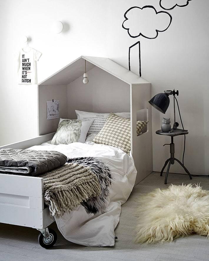необычная детская кровать-домик фото