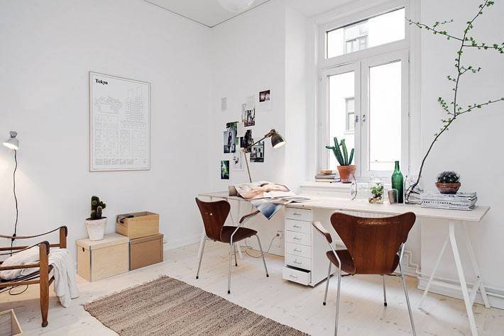 интерьер домашнего офиса в белом цвете