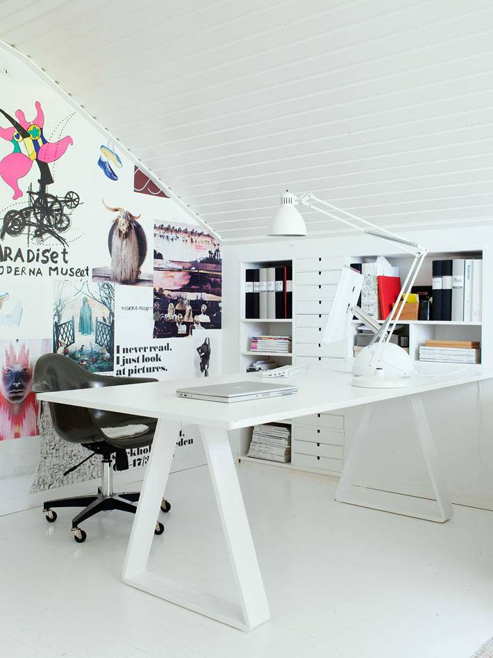 скандинавский домашний офис на мансарде