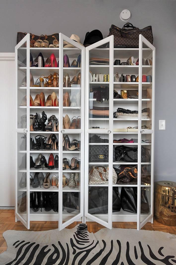 стеклянный шкаф для обуви фото