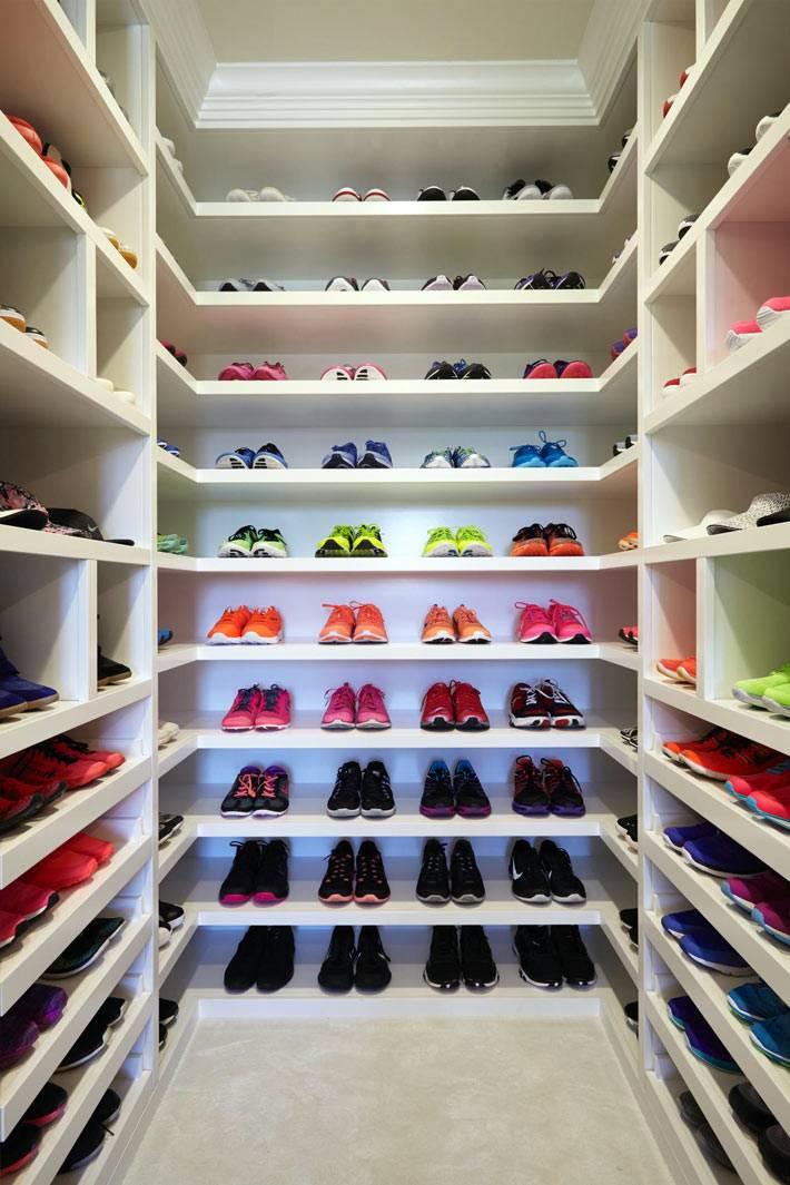 стеллажи и полки для обуви в доме