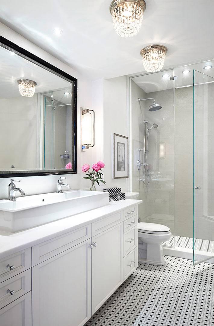 белый цвет в дизайне ванной комнаты с душевой кабиной