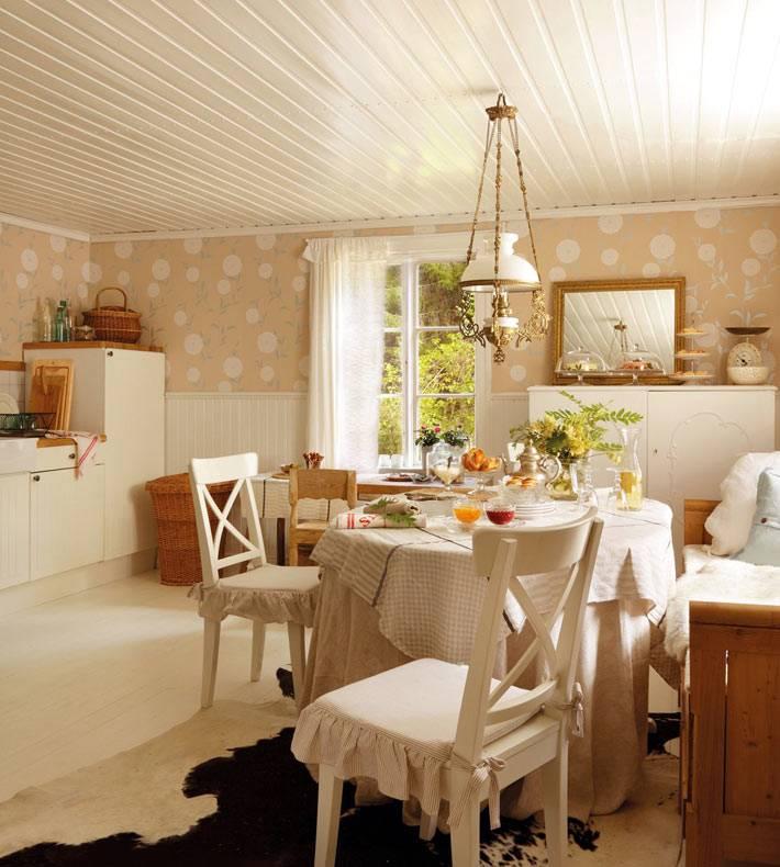уютный интерьер кухни в бежевом цвете фото