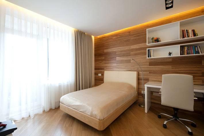 деревянная стена в интерьере спальни фото