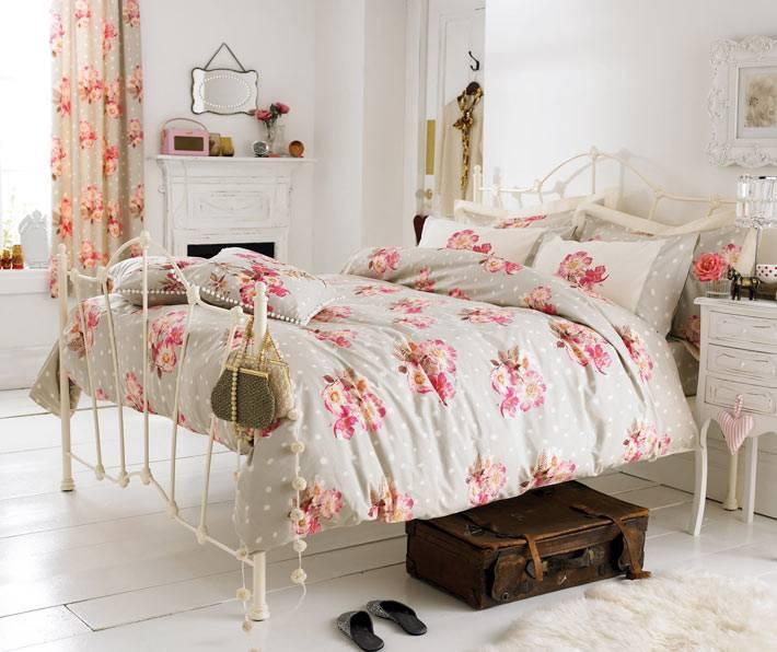 красивая спальня для девушки в стиле шебби-шик