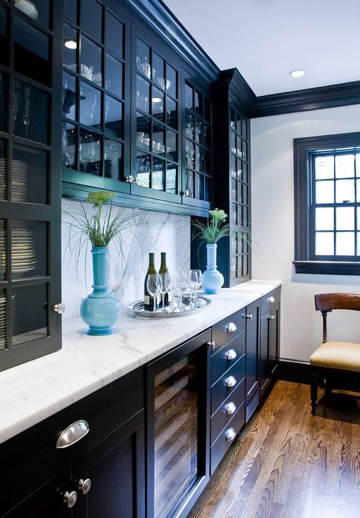 кухонная мебель черного цвета фото