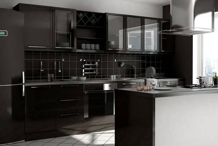 черный кухонный гарнитур и черный кухонный фартук