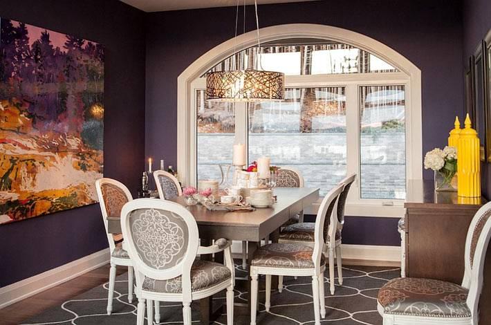 темно-фиолетовый цвет в интерьере столовой