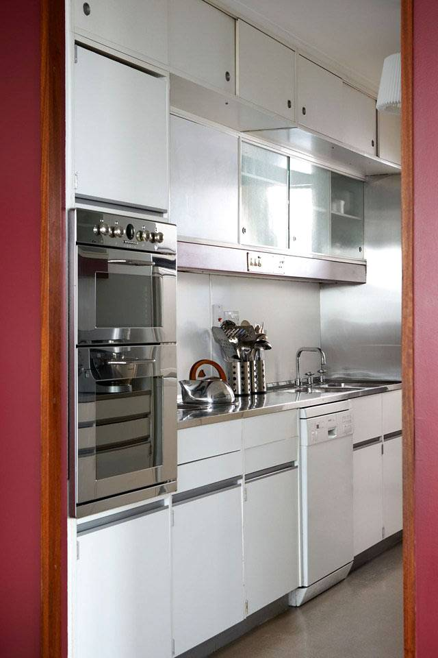 встроенная мебель на маленькой кухне фото