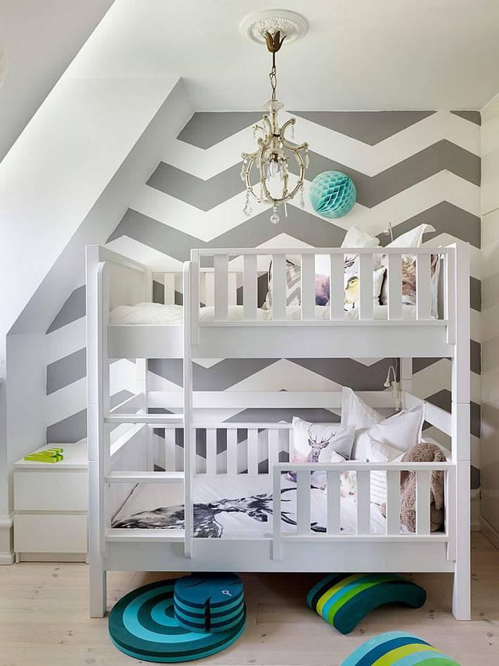 серый узор зигзаг в дизайне детской спальни фото