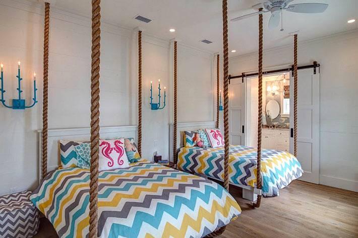 необычная детская комната с зигзаобразным узором