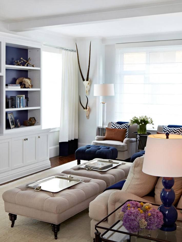 оттоманки-столики в интерьере гостиной