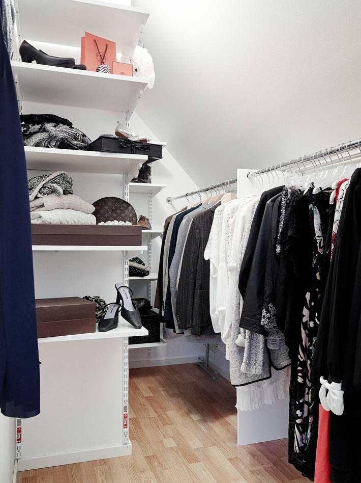 мини-гардеробная комната в интерьере квартиры